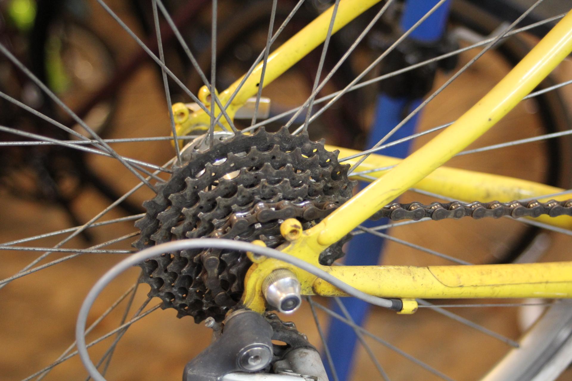 クロスバイクのメンテナンス&修理+洗車、お気軽にお持込下さい。